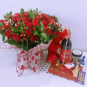 Roses and wine and gift hamper