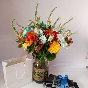 Vase flowers nd socks