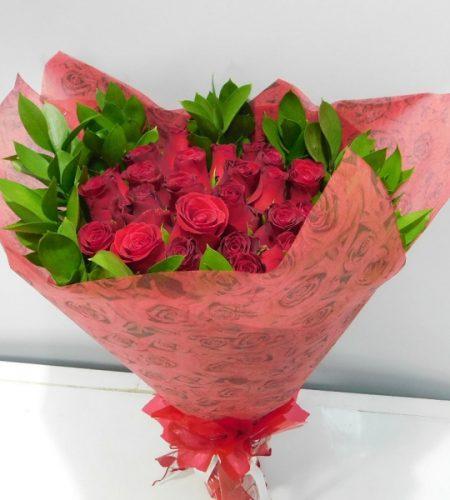 Hand held roses flowers